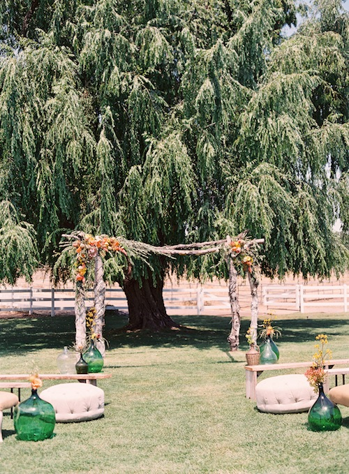 Caroline-tran-outdoor-malibu-wedding-ceremony-altar-pews-vintage