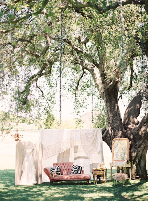 Outdoor-malibu-wedding-caroline-tran-vintage-bridal-suite-found-rentals