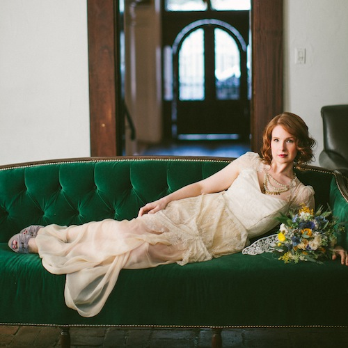 vangogh-rustic-van-gogh-velvet-couch-wedding-shoot-found-vintage-rentals