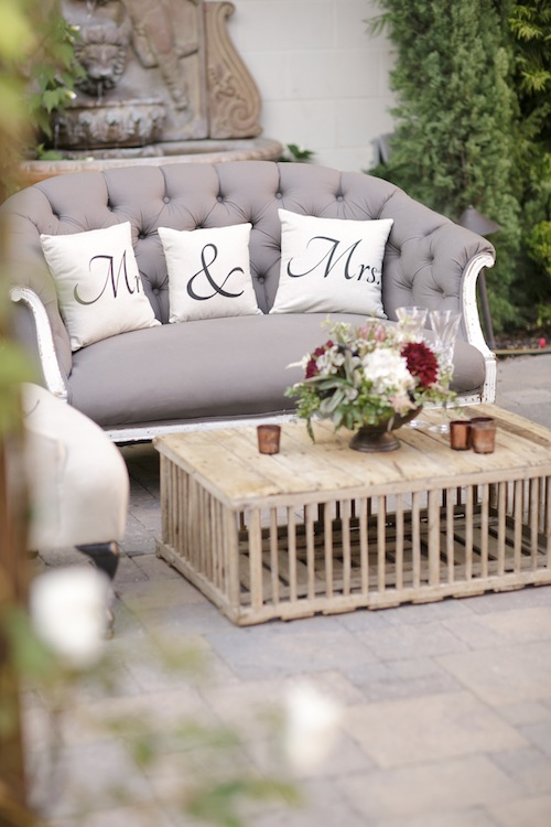 outdoor-wedding-california-vintage-furniture-rental