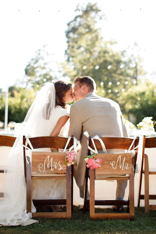 Ashlee-Raubach-newport-beach-wedding-california-twig-and-twine-neutral-vintage-lounge-furniture-
