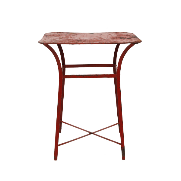 Moe Red Tables