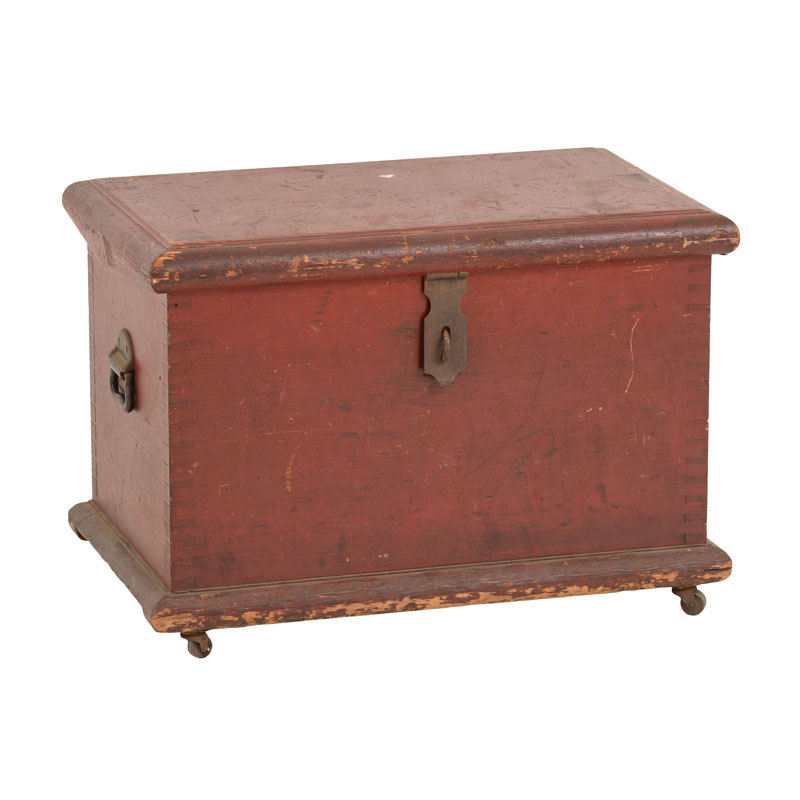 Davidson Red Trunk