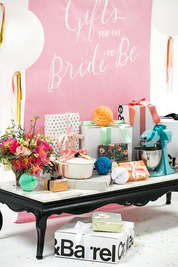 bridal-shower-gift-table