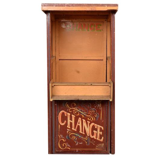 Cirque Change Booth