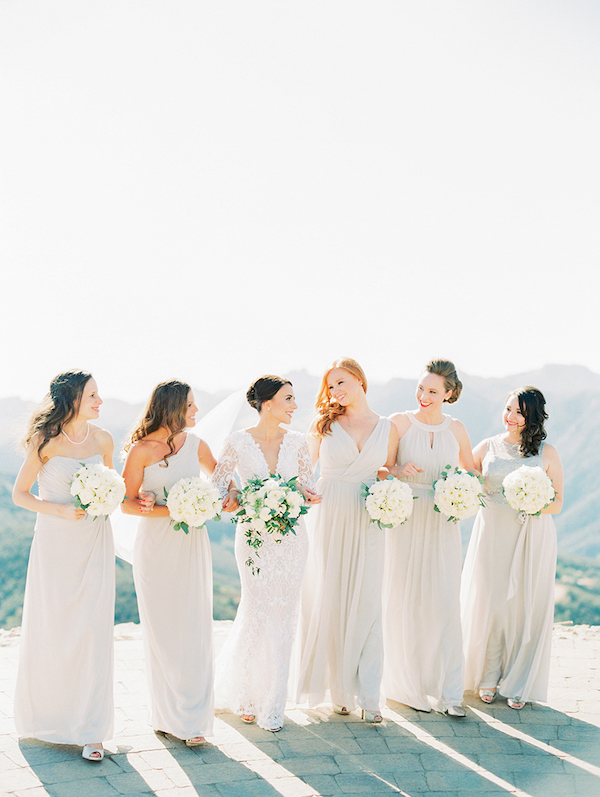 33d5d0f958b We love a good classic theme with a soft color palette. See more over on  Style Me Pretty.