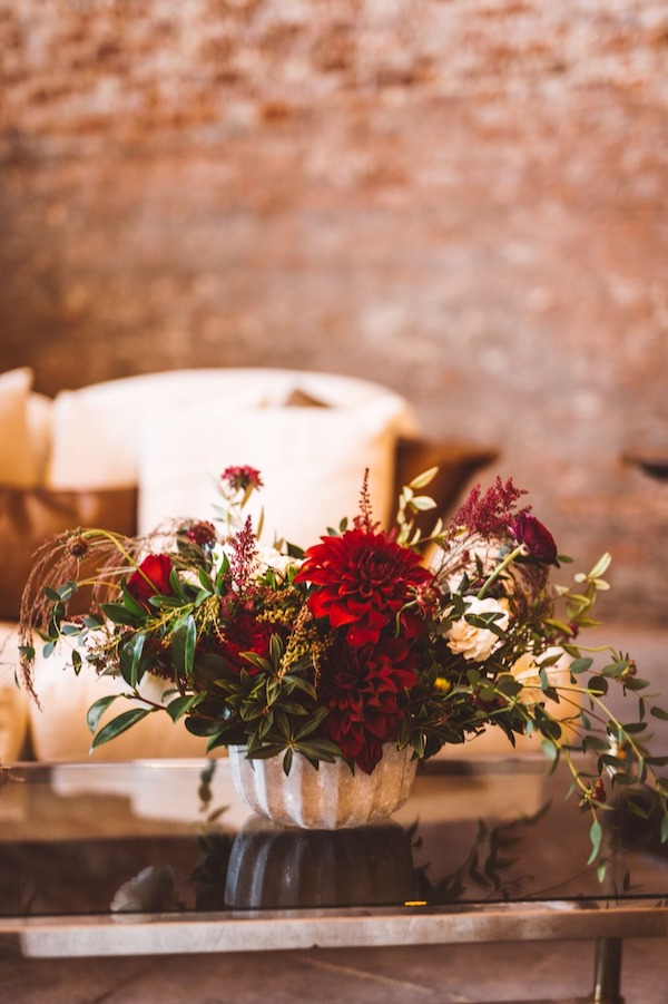 1b58df652688 ... Design for designing this classy affair and Honey   Poppies for the  pretty blooms! See more of this dreamy pics by Steve Cowell over on Wedding  Chicks.